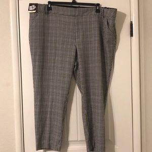 Nwt Ava & Viv Plus size ankle pants